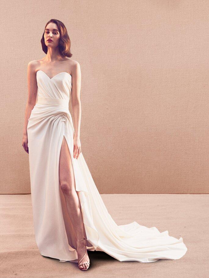Vestido de novia escote en V, Con drapeado en la cintura y abertura en la falda