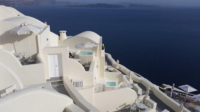 Lua de mel em Santorini: a branca do Egeu