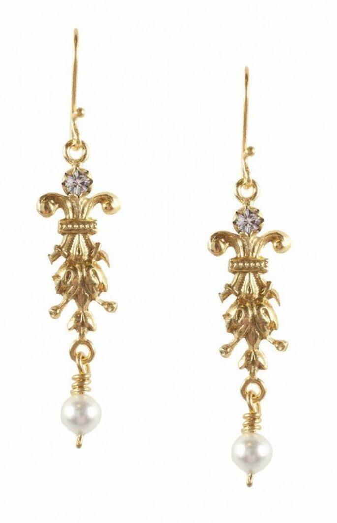 Aretes largos para novia en color oro con cristales - Foto Virgins Saints & Angels