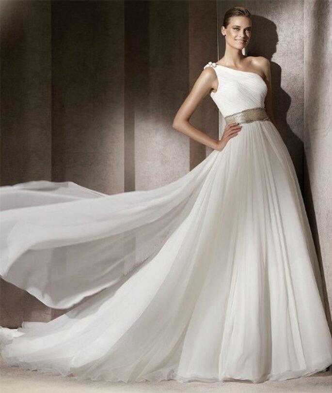 Robe de mariée Pronovias Collection Manuel Mota 2012, modèle Emporium, avec ravissante ceinture dorée