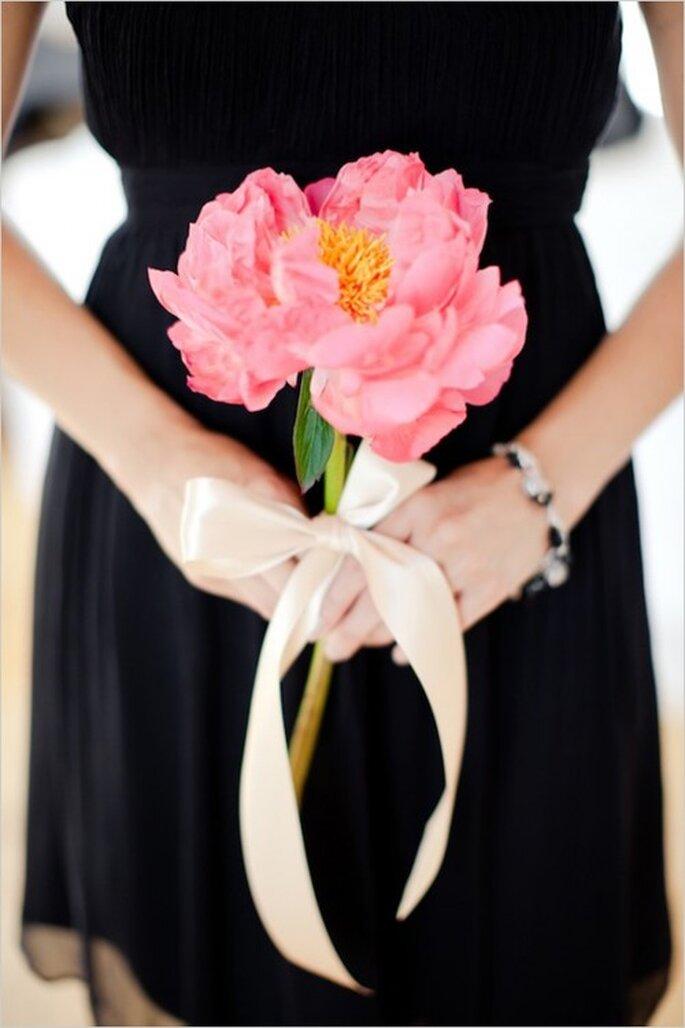 Súmate al estilo hipster con un ramo de una sola flor - Foto Erin J Saldana