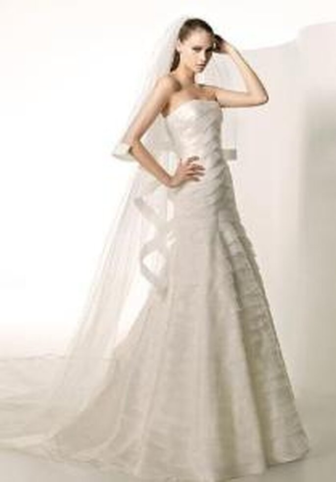 Manuel Mota 2009 - Siboney, vestido largo de seda y chifón, corte princesa y escote palabra de honor