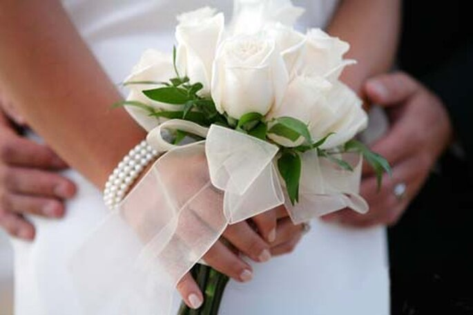 Ramo de novia con detalle de lazo, sería perfecto en encaje