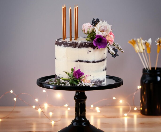 Semi Naked Cake