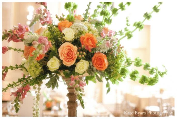Los centros de mesa con flores más elegantes para una boda en 2014 - Footo Kate Byars Photography