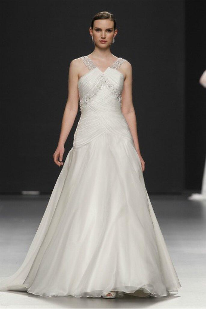 Propuesta de vestido de novia Charo Peres 2012 con drapeados - Ugo Camera / Ifema