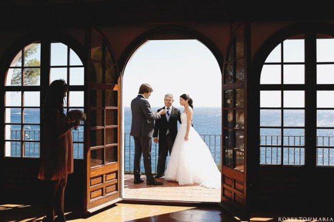 No te olvides de los detalles de la organización necesarios para una boda en la playa o un bosque. Foto de Roberto y María
