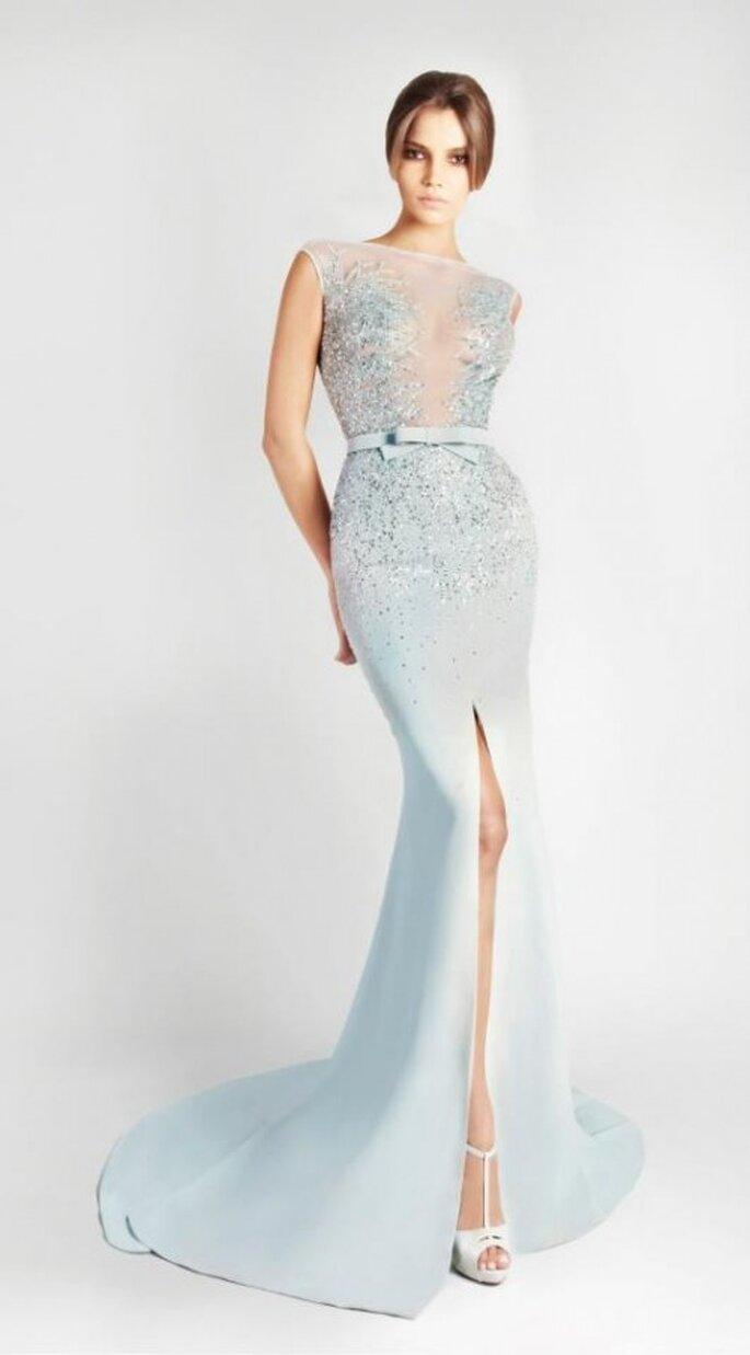 Vestido de novia 2013 largo en color azul claro con transparencias en el escote - Foto Georges Hobeika