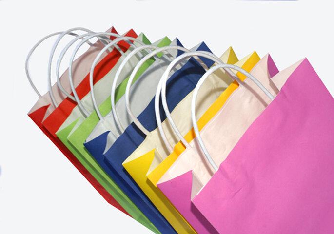 Gemeinsam Kleider kaufen beim Junggesellinnenabschied? Bild: © Stephanie Hofs / PIXELIO