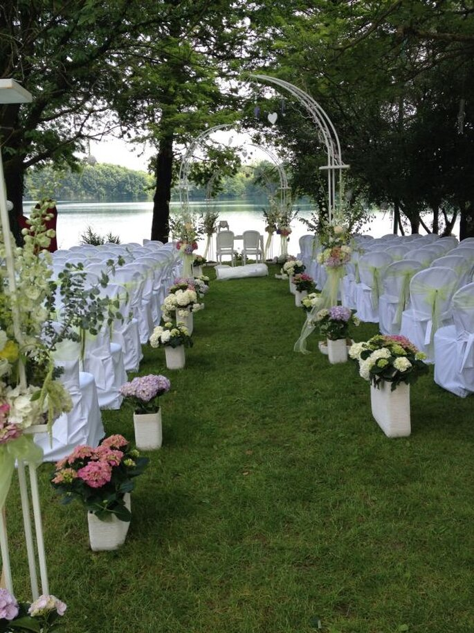 White Book Wedding Planner & Events