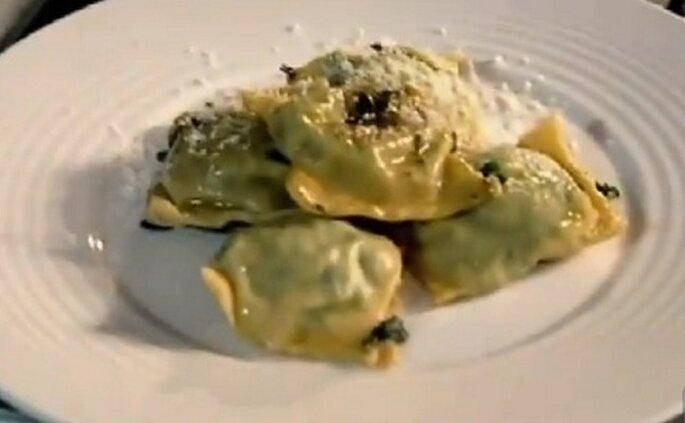 Ravioles de espinaca y ricotta con piñones, de Gordon Ramsey. Foto vía youtube.com