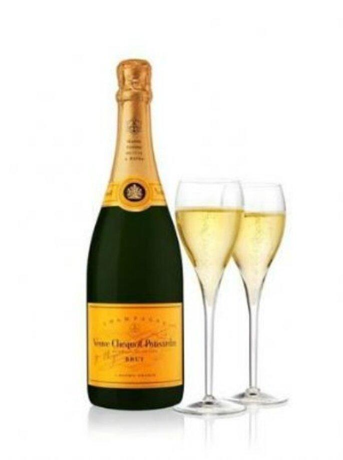La botella de champaña da para 9 copas