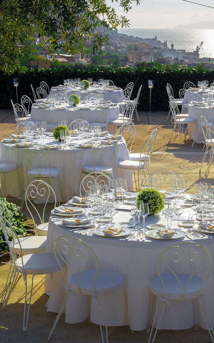 Tenuta Verdoliva - tavoli bianchi tondi