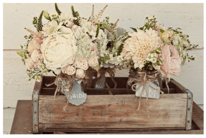 Vintage decor for your wedding - Photo: Ashley Maxwell