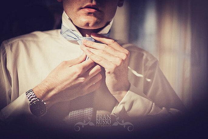 Preparativos del novio antes de la boda. Foto de Fran Russo