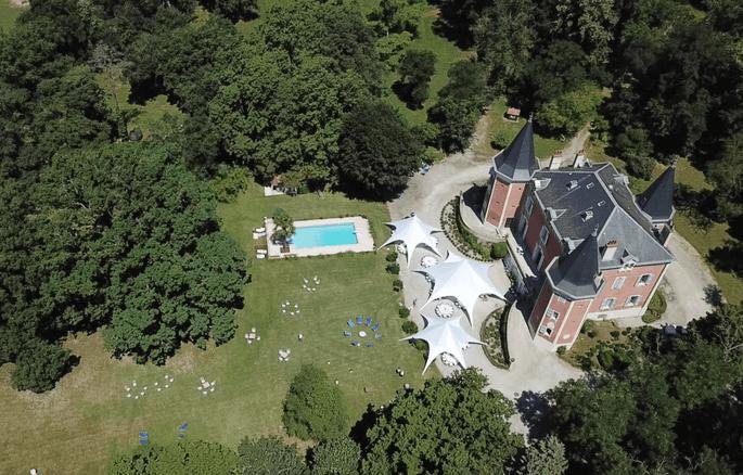 Le Château de Garrevaques et son grand parc, d'une vue aérienne