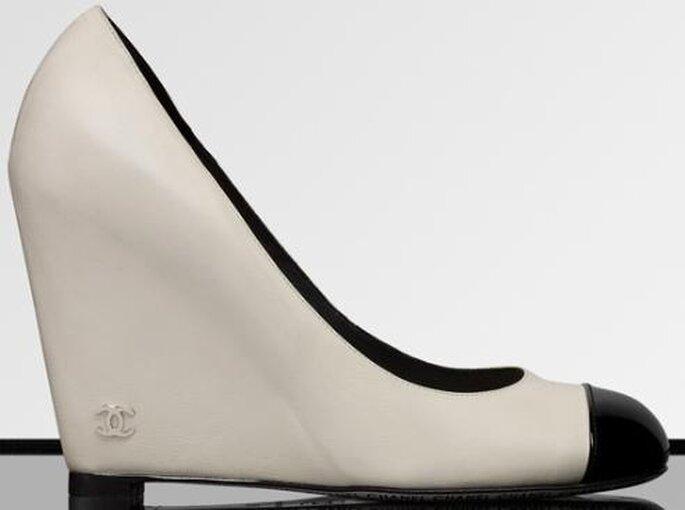 Chanel, scarpe bianche con punta nera