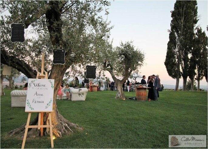 Réception de mariage en extérieur avec une superbe vue, en Toscane en Italie