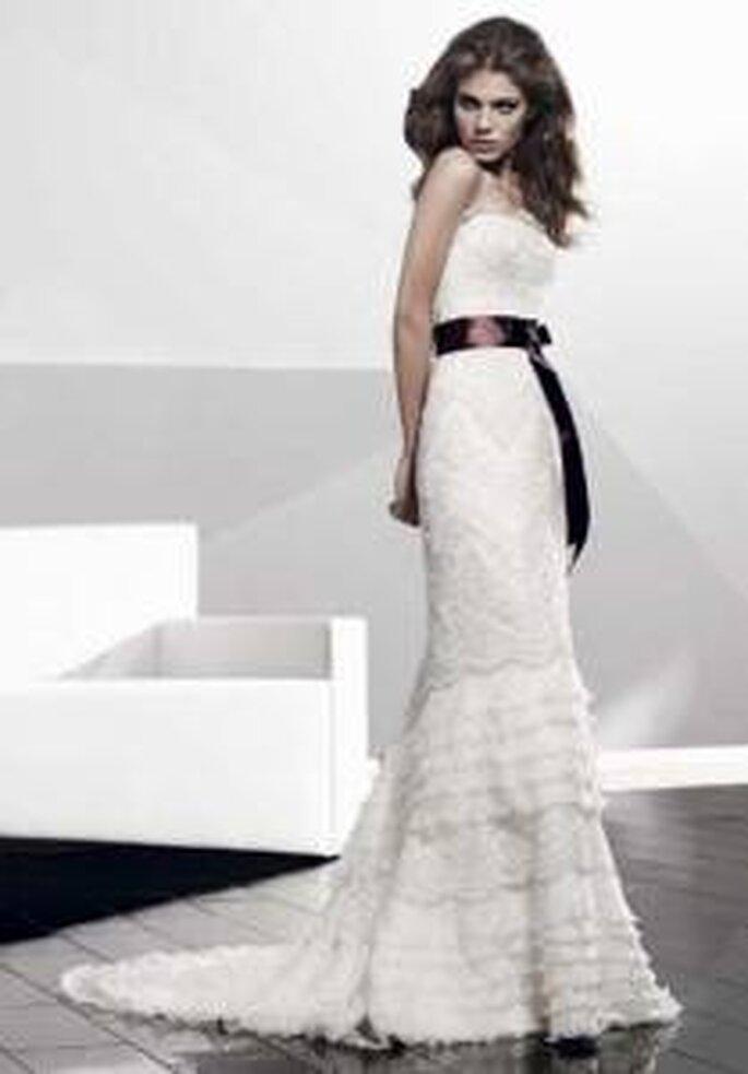 Vestido de novia - Pepe Botella - Vestido de encaje con un toque de color