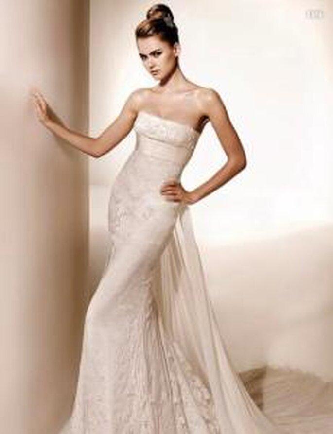 Valentino 2010 - Lyra, vestido largo en encaje, línea A, escote recto palabra de honor