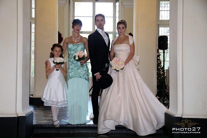 Gli sposi con le loro damigelle d'onore