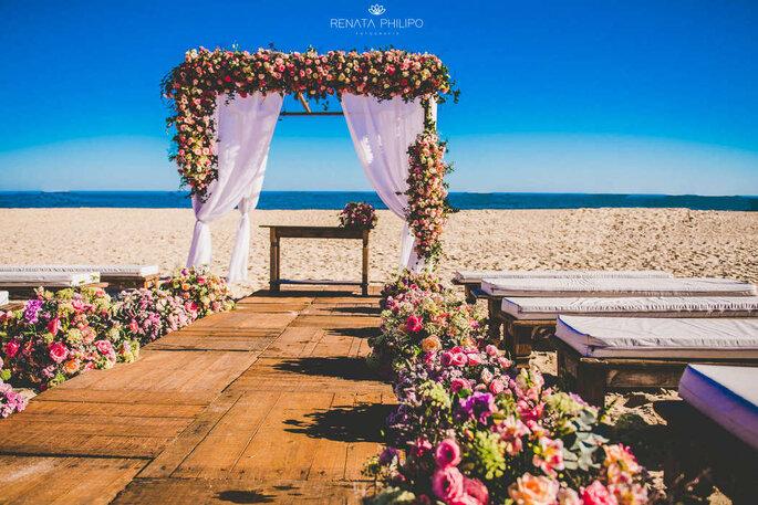 Realizar o desejo de casar com o pé na areia com toda estrutura, conforto e beleza necessários para uma grande festa