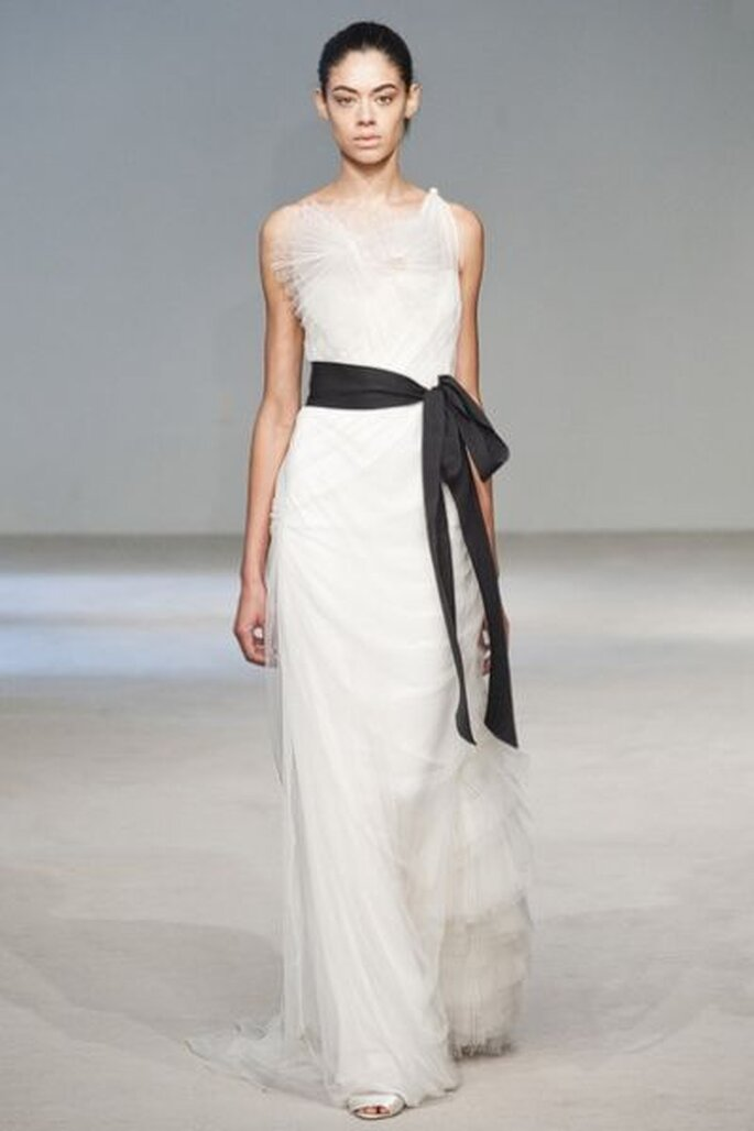 Vera Wang, vestido con lazo negro