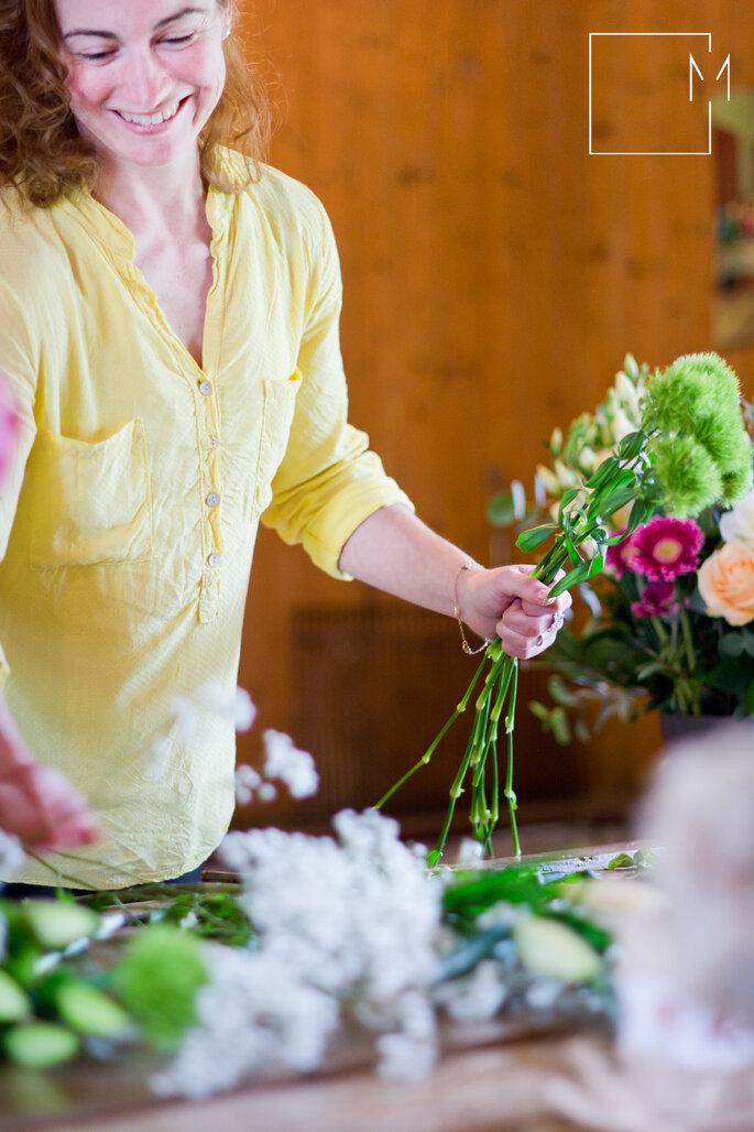 Gwennoline a toujours un sourire aux lèvres lorsqu'il s'agit de fleurs... Photo: Milie photographe de l'instant via La Féerie des Fleurs