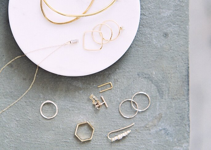 13-simple-gold-white-wedding-jewelry-1
