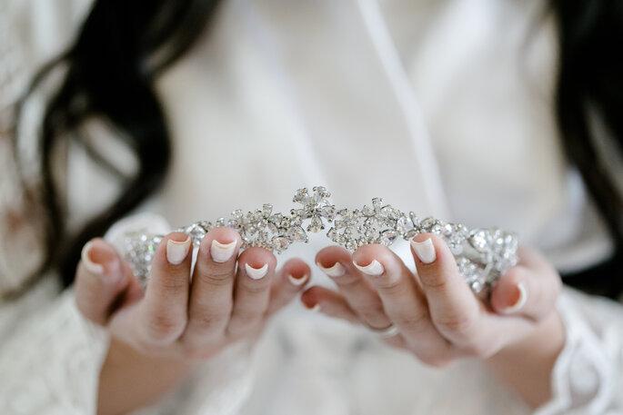 Acessório de cabelo da noiva: Larissa Tinoco Atelier - Foto: Lentes Claras Fotografia