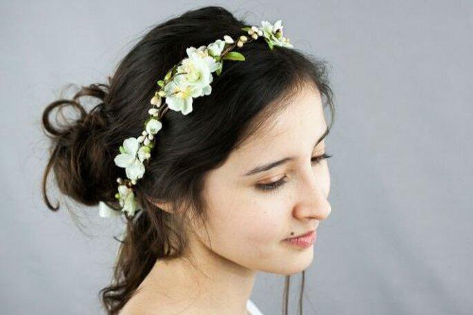 Couronne de fleurs de mariée faite main ivoire et verte, très délicate et nature !