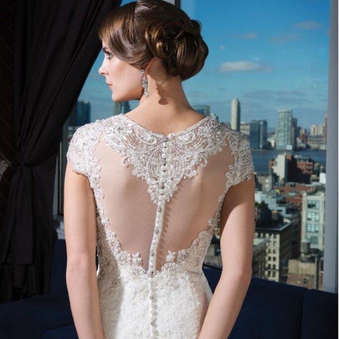 Vestido de novia con mangas cortas con incrustaciones y escote en la espalda - Foto Justin Alexander