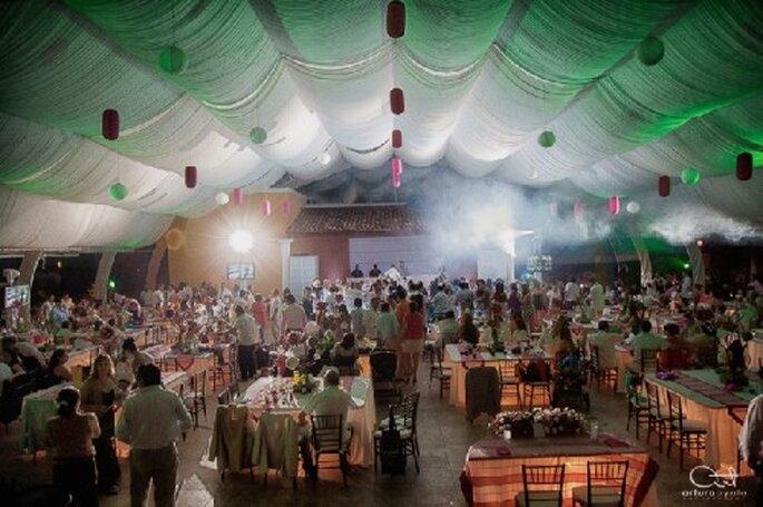 Con luci, candele e decorazioni potete cambiare lo stile di una sala da ricevimento - Foto Arturo Ayala