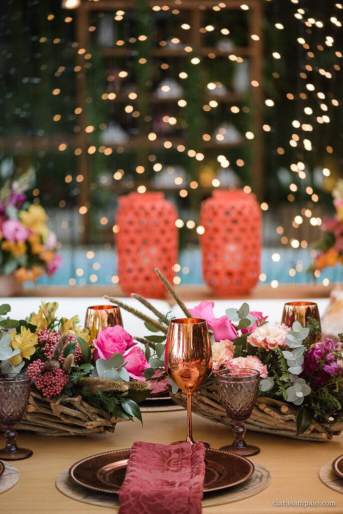mesa de casamento com detalhes metalizados