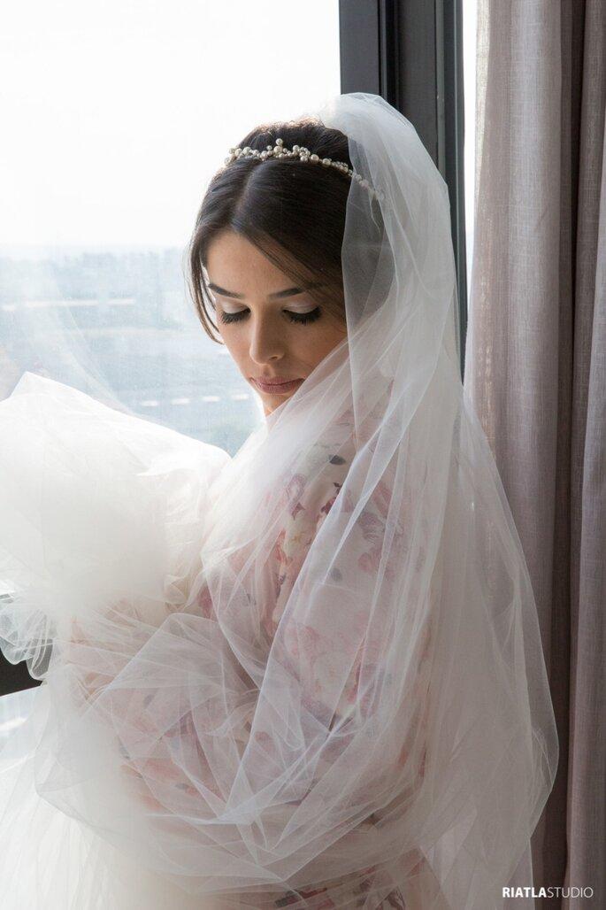 Acessório de cabelo da noiva: Maria Rossetti - Foto: Riatla Studio