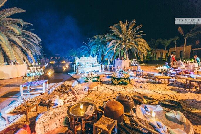 Réception de mariage au Maroc en extérieur, à la nuit tombée