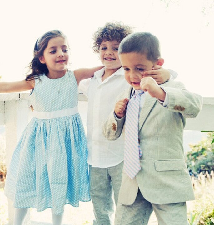 Bambini soddisfatti = sposi felici. Foto: Llanes Photography via stylemepretty.com