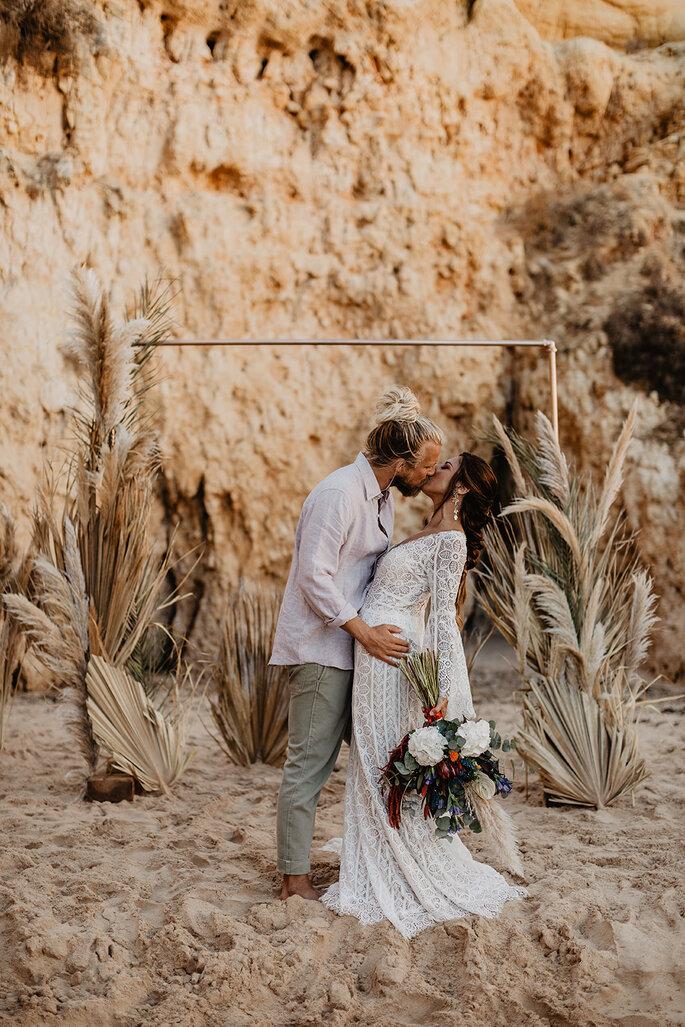 Brautpaar Shooting an der Algarve, Elopement Beach Vibes