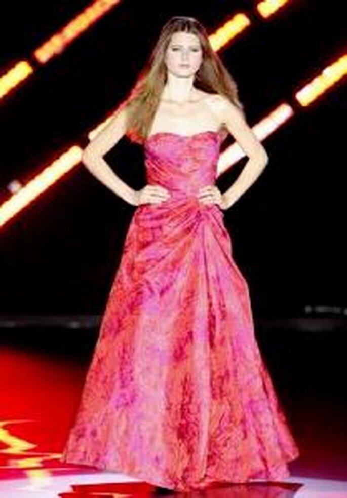 Cabotine 2010 - Vestido largo en fucsia, de corte princesa, escote strapless en forma de corazón