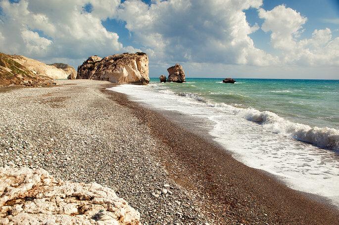 Petra_tou_romiou_beach