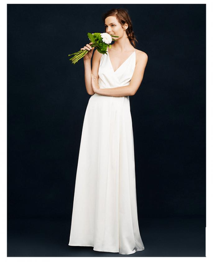 Vestido de novia con cuello uve, tirantes delgados y falda simple - Foto JCrew