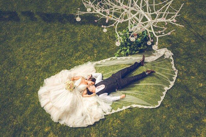 Merwyn Betancourth - Wedding Photo novios en jardín