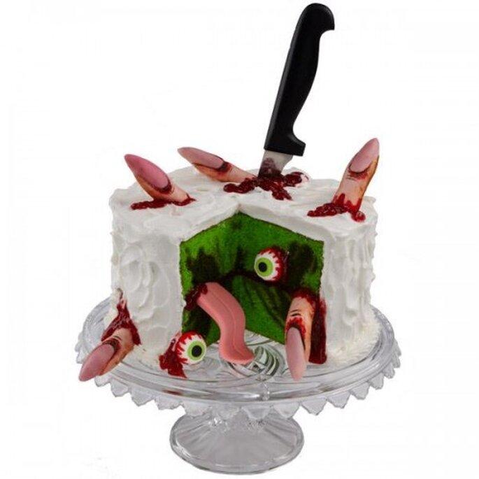 Pastel de Halloween con dedos y ojos de dulce. Foto de Wilton