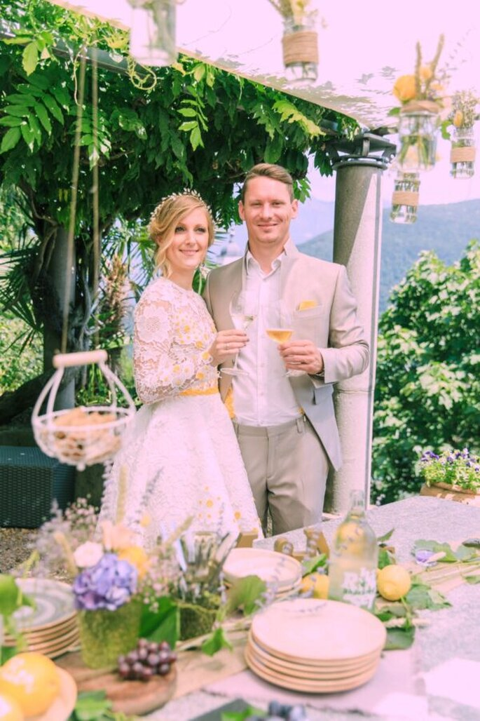 Anstossen nach der Hochzeit im Tessin.