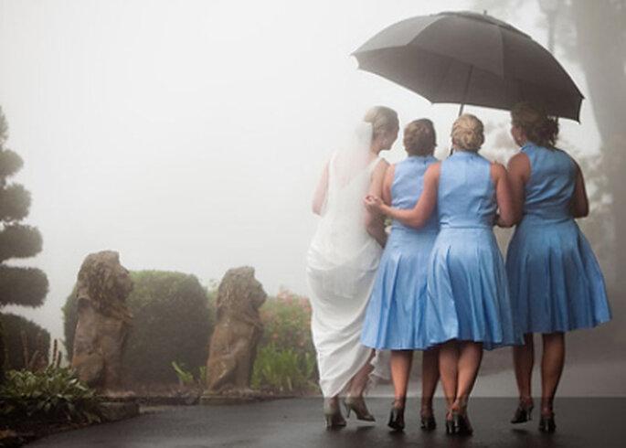 Gerade bei feuchtem Wetter braucht Ihre Brautfrisur besonder Pflege. Foto: bodaguia.com