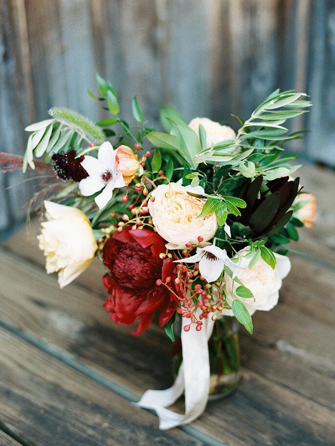 Centros de mesa con flores en color marsala - Haystack Film Gathering