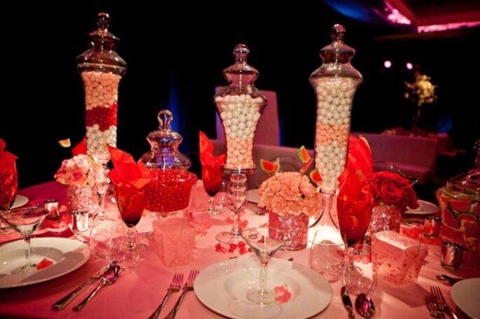 Centro de mesa con jorrones llenos de dulce inspirado en Katy Perry - Foto: Floramor Studios Facebook