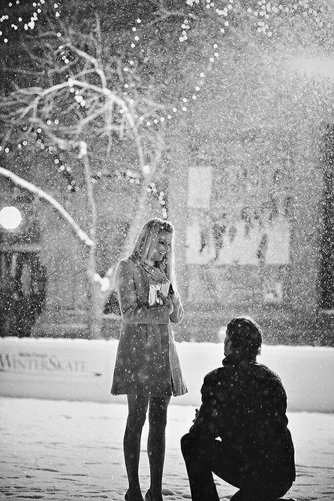 Propuesta de matrimonio bajo la nieve en fin de año - Foto 2 For Couples Facebook
