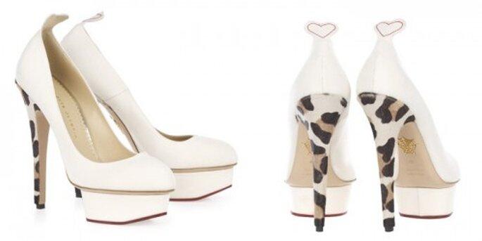Zapatos de novia blancos con estampado de leopardo - Foto Charlotte Olympia Bridal