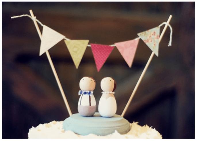 Muñecos originales estilo vintage para el pastel de bodas - Foto June Bug Company